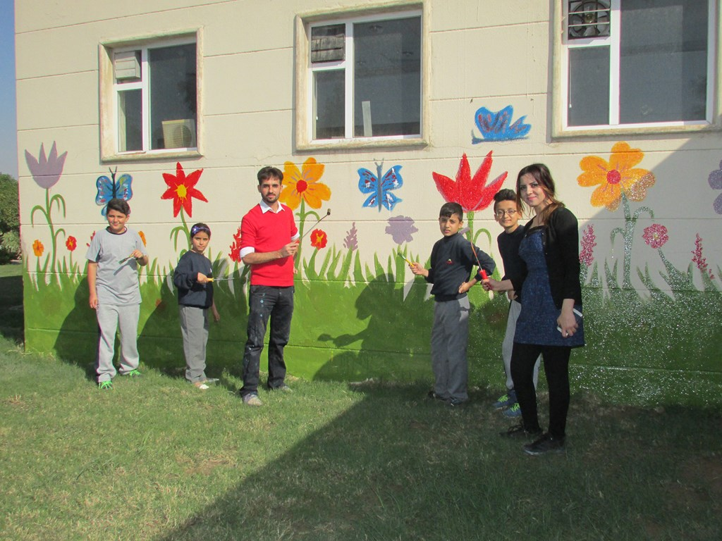 FMIS Students Make School Colorful